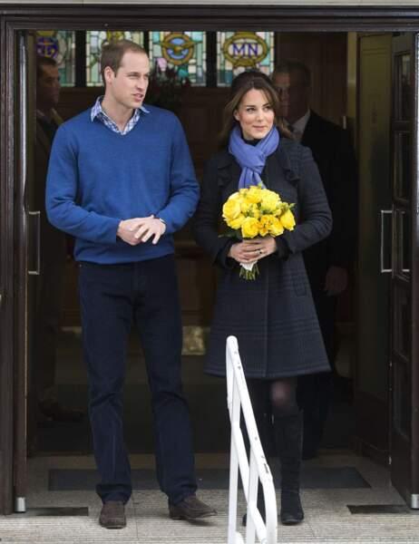 Kate sortant de l'hôpital après avoir annoncé qu'elle était enceinte de Baby George