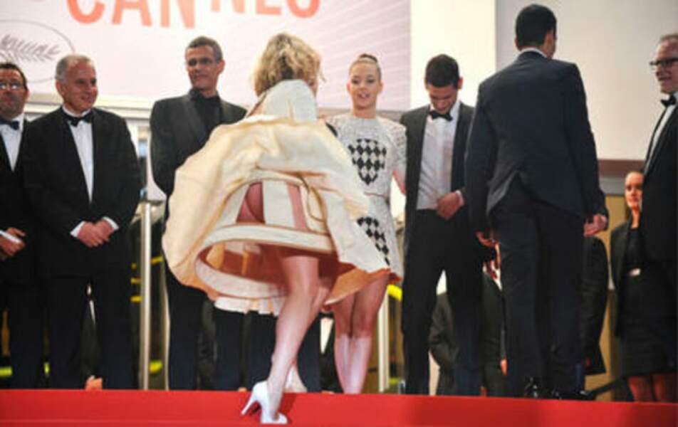 Palme de la robe qui se fait la malle et hop, y'a pas de culotte non plus : Mona Walravens