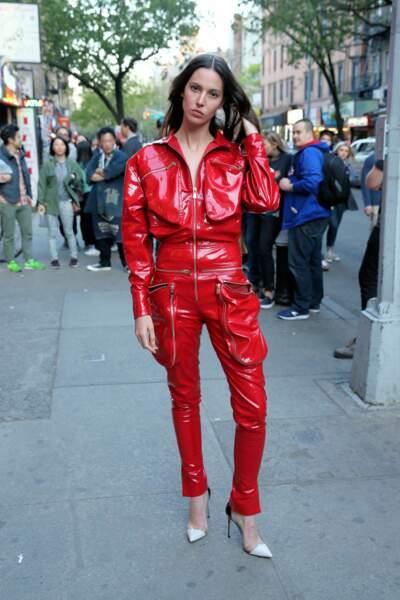 Coup de coeur pour la combi rouge du mannequin Ruby Aldridge