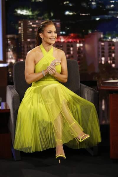 DO - Jennifer Lopez et son look jaune fluo