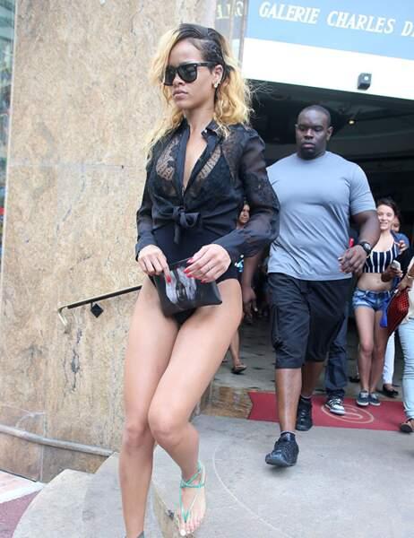 Par contre, tu feras gaffe Rihanna, un monsieur te suit.
