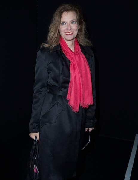 Valérie Trierweiler se prête au jeu des photographes
