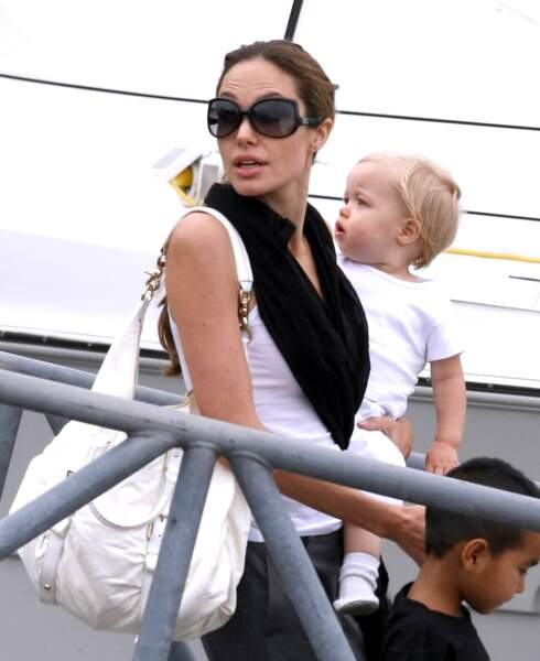 En 2006 Angelina Jolie accouche de Shiloh, le premier enfant biologique du couple