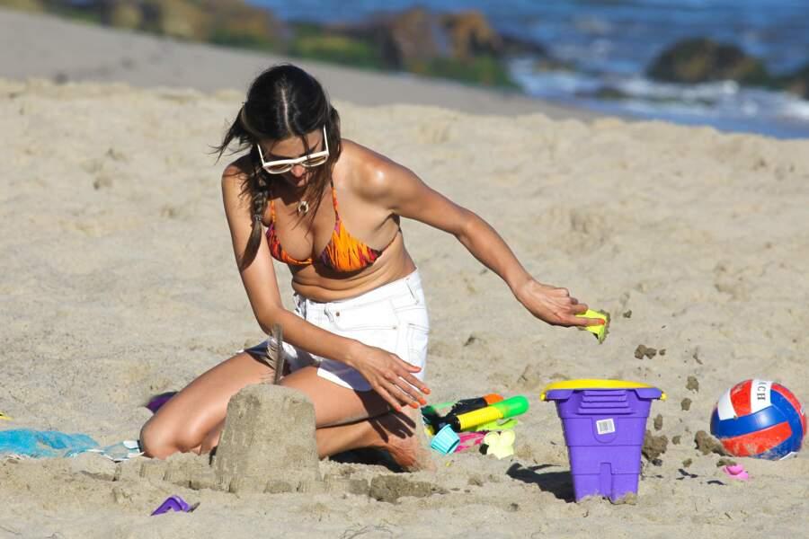 Les people à la plage ? Ils s'amusent comme des gosses : Alessandra Ambrosio