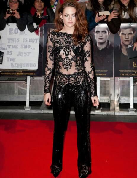 Kristen Stewart dans une combinaison en dentelle