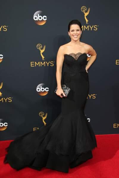 Emmy Awards 2016 : Neve Campbell en Christian Siriano