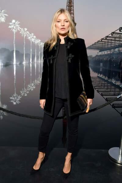 Kate Moss au défilé Saint Laurent à la fashion week de Paris, le 25 septembre
