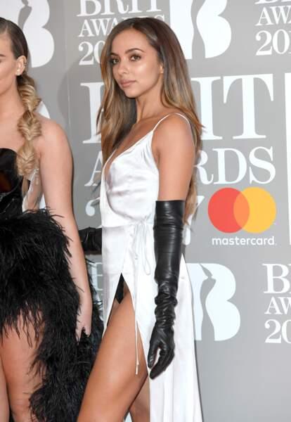 Brit Awards 2017 : Jade Thirlwall des Little Mix montre sa culotte