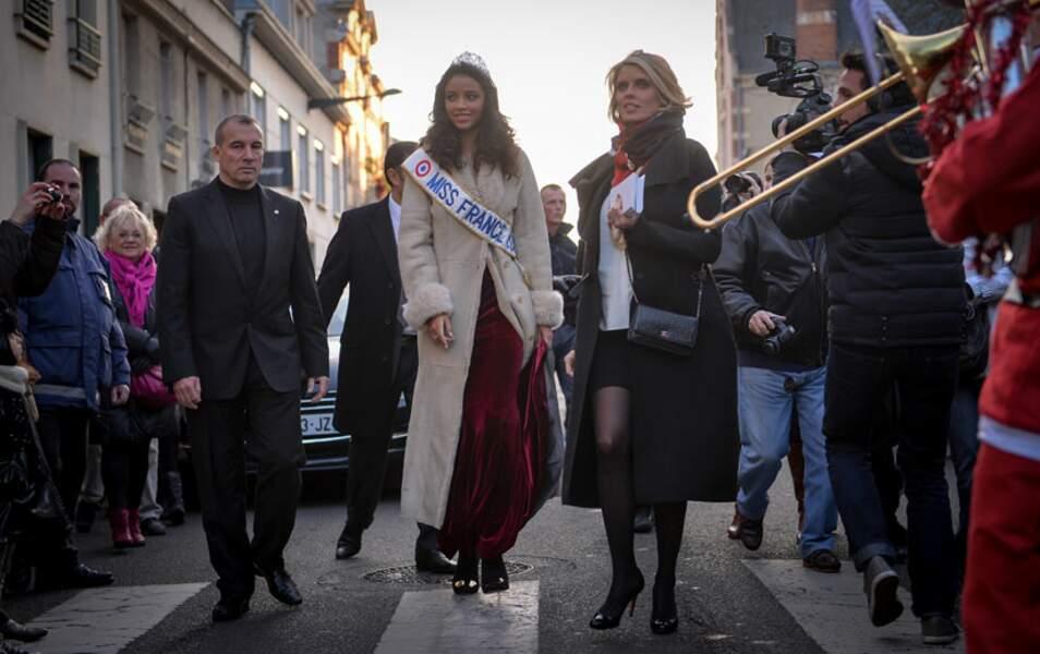 Sylvie Tellier, même très enceinte, continue de marcher sur des Louboutin ! Classe jusqu'au bout des orteils