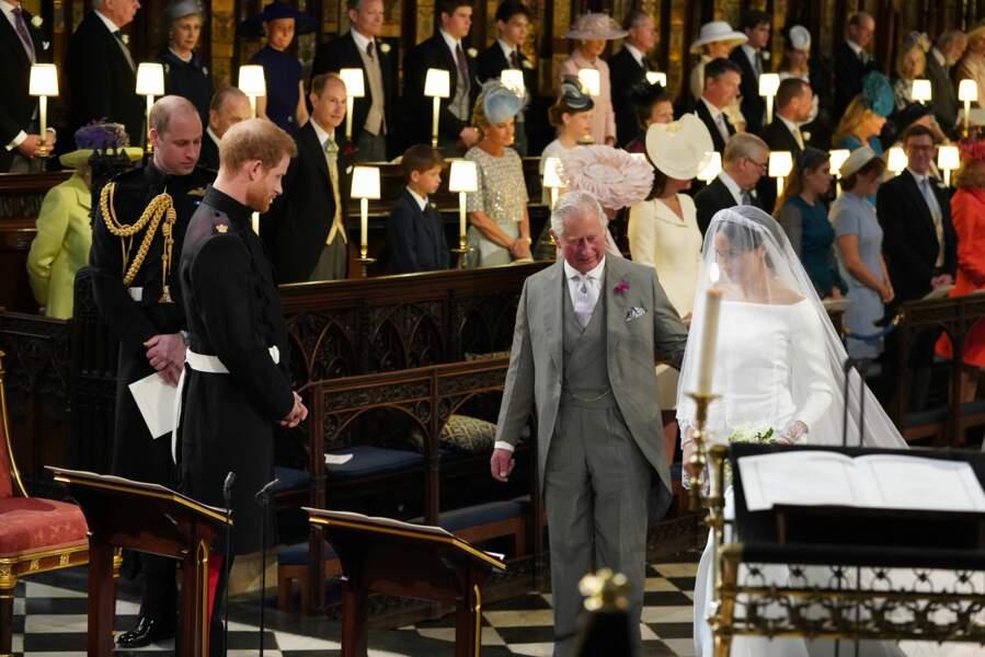 Royal wedding : l'arrivée de Meghan Markle au bras du prince Charles