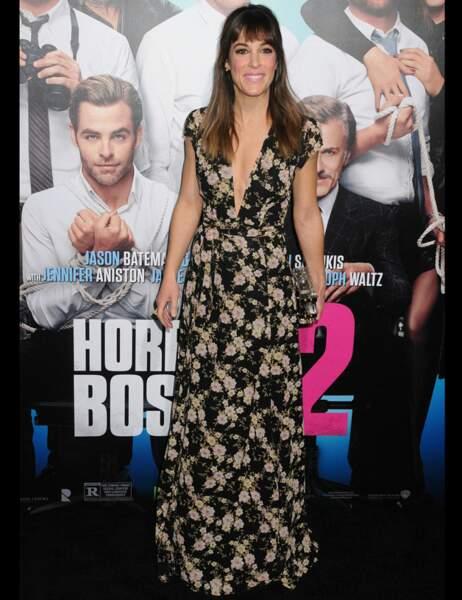Lindsay Sloane en robe à fleurs