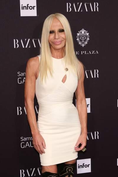 Ces stars qui ont VRAIMENT abusé de la chirurgie esthétique : Donatella Versace après