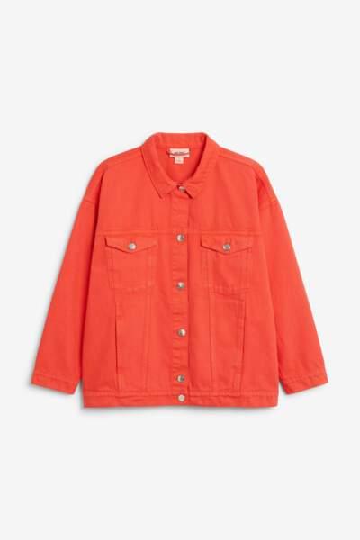 Veste en jean rouge, Monki, 50 euros