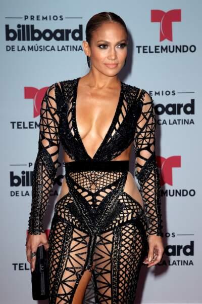 Jennifer Lopez ose les robes sexy, ultra décolletées (et pas que) aux Latin Awards