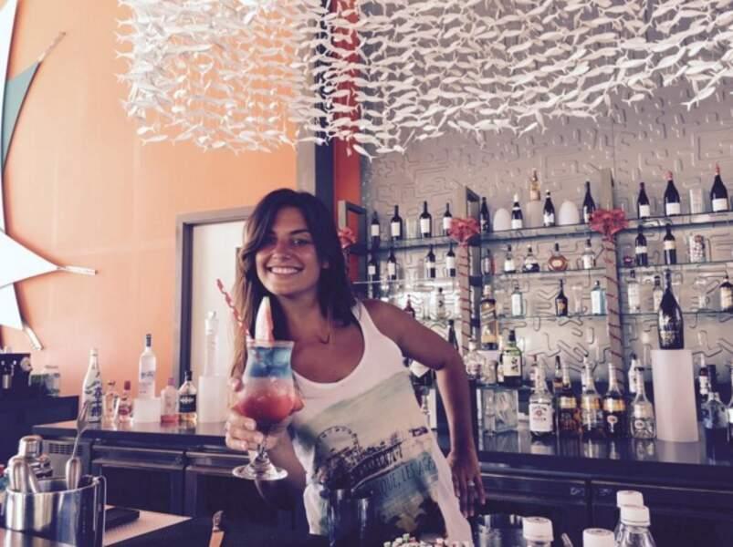 """Une photo légendée ainsi par Laëtitia Milot : """"Je m'entraîne pour un nouveau cocktail au Mistral"""""""