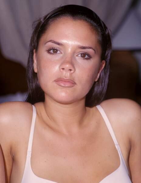 Avant / Après chirurgie esthétique, c'est réussi : Victoria Beckham avant
