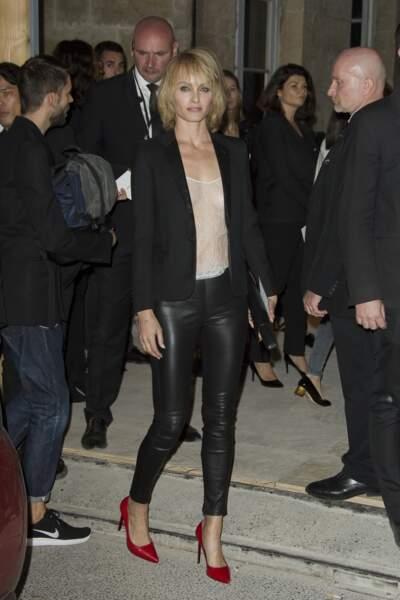 Fashion Week défilé Saint Laurent : le top Amber Valletta