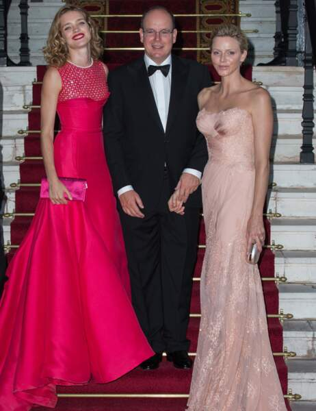Le prince Albert II entouré de Natalia Vodianova et Charlène de Monaco