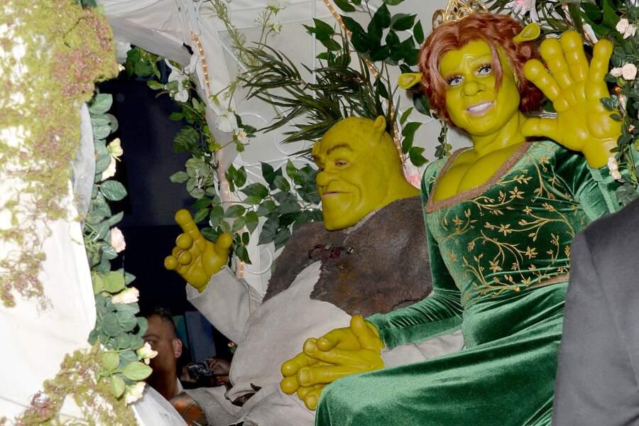 Un célèbre musicien et une mannequin en couple se cachent derrière ces déguisements de Shrek et Fiona