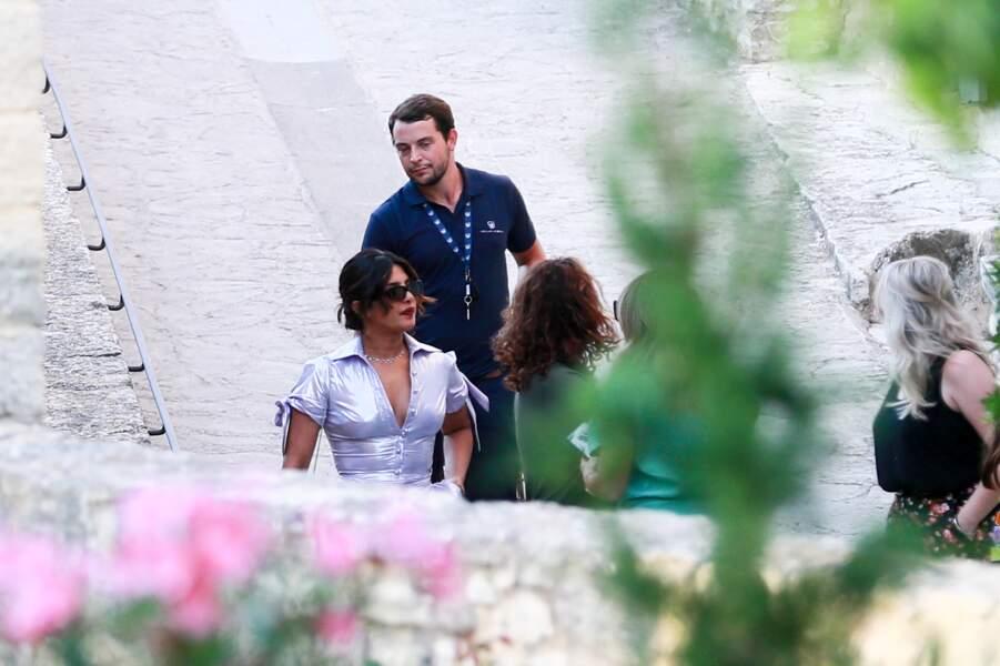 Priyanka Chopra arrive à l'hôtel Crillon le Brave de Sarrians