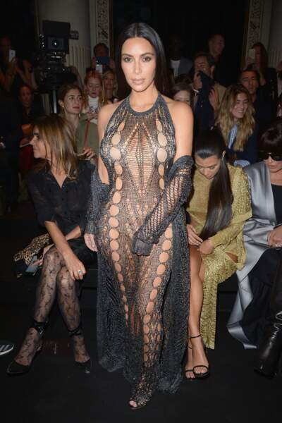 Défilé Balmain printemps-été 2017 : Kim Kardashian dans sa robe filet de pêche