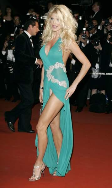 Festival de Cannes, les accidents de tenue les plus sexy - Victoria Silvstedt