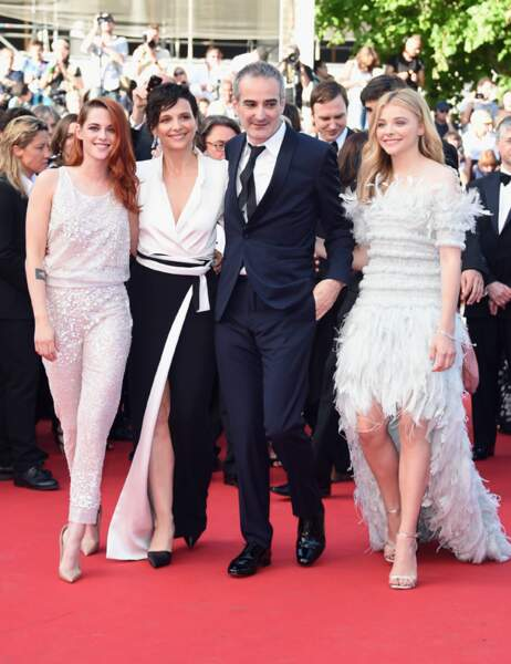 Kristen Stewart, Juliette Binoche, Olivier Assayas et Chloë Grace Moretz arrivent sur le tapis rouge