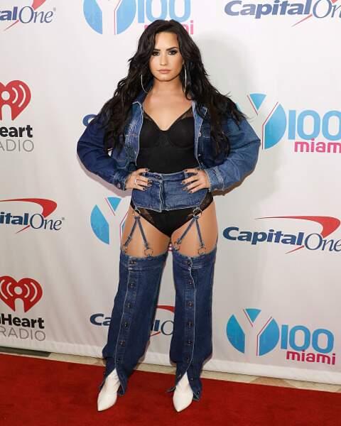 Don't : Demi Lovato et son jean découpé pour une allure un peu trop vulgaire
