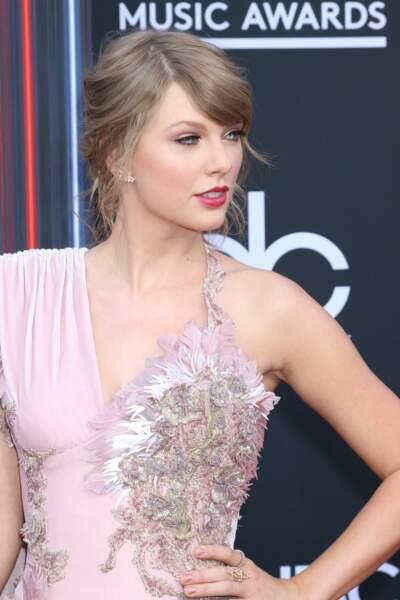 Taylor Swift dévoile sa culotte par accident aux Billboard Music Awards 2018