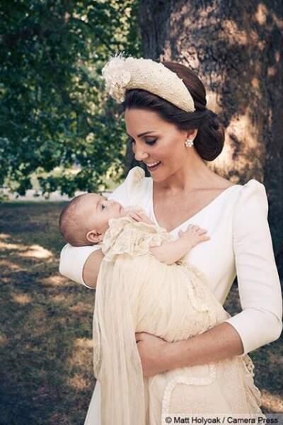 Portrait officiel : Kate Middleton et le prince Louis dans les jardins de Clarence House
