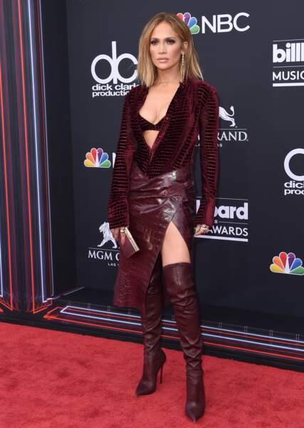 Don't - Jennifer Lopez dans un total look bordeaux