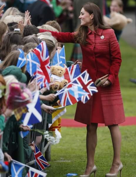 La Duchesse salue la foule