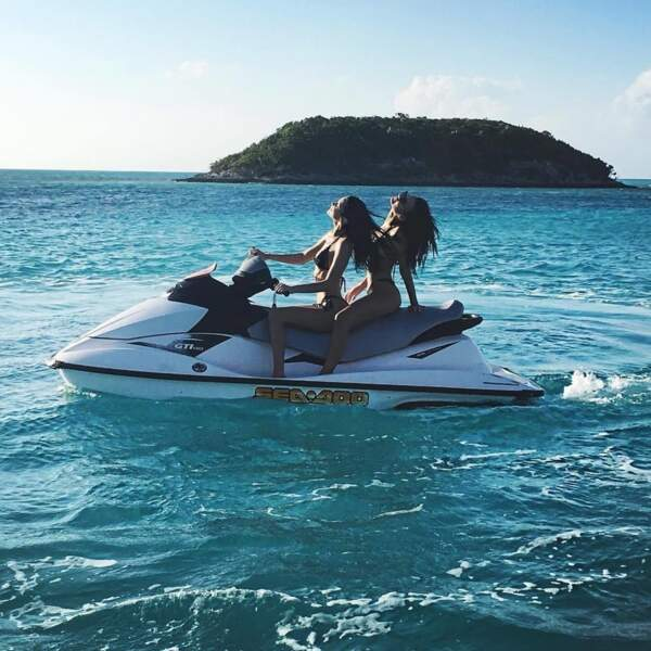 Les vacances les plus SEXY du monde Bella Hadid & Emily Ratajkowski