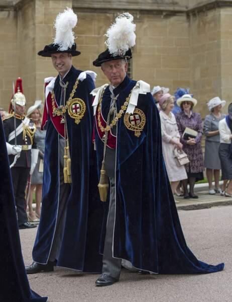 Le prince William défile aux côtés de son père, le prince Charles, lui-même membre de ce prestigieux Ordre