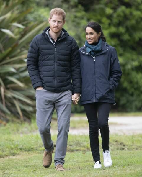 Meghan Markle et le prince Harry tout sourires lors de leur visite du Parc national Abel Tasman en Nouvelle-Zélande
