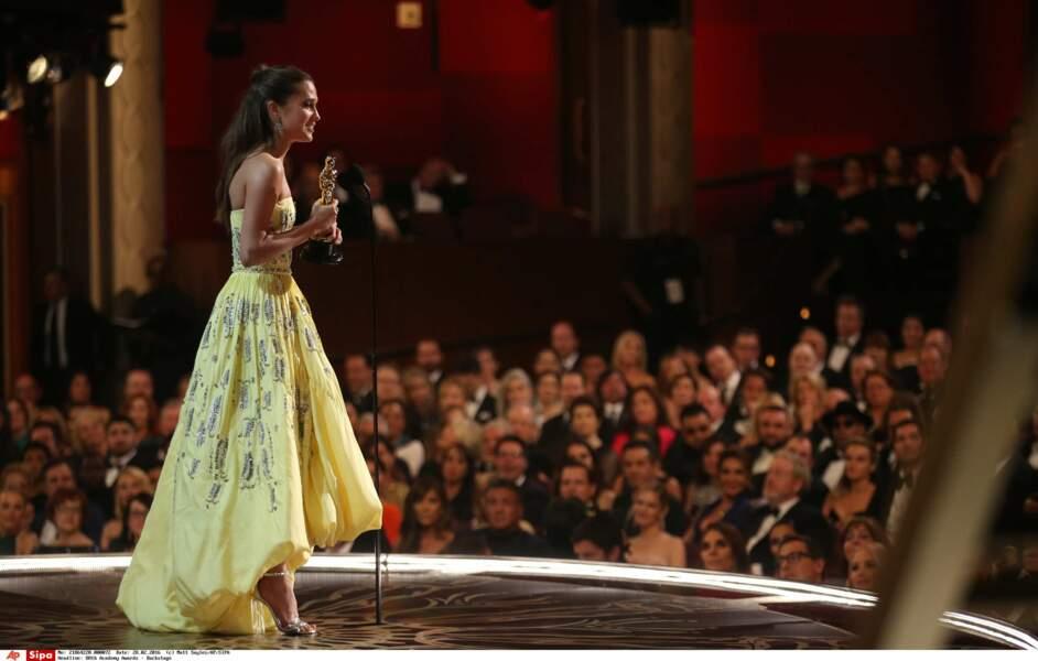 D'ailleurs Alicia Vikander a reçu son Oscar habillée en omelette à strass. Voilà, fin des backstage! Bonne journée!