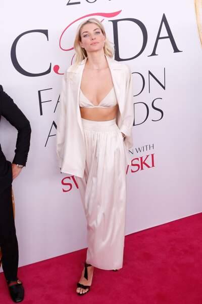 CFDA Fashion Awards : Jessica Hart et soutien-gorge parce que pourquoi pas après tout