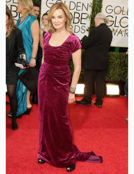Velours esprit rideau et traîne qui traîne mal : essaie encore Jessica Lange
