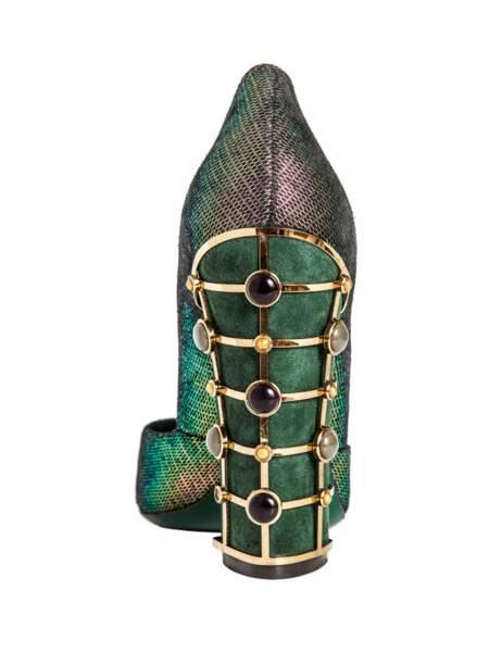 Escarpin en cuir métallique et acier, 380 € (Tory Burch aux Galeries Lafayette)