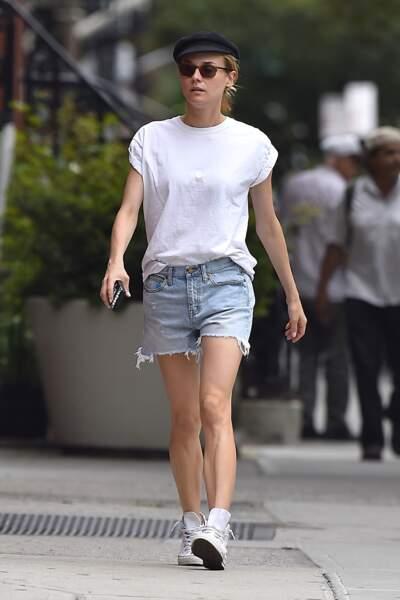 Comment porter le t-shirt blanc : les looks des people