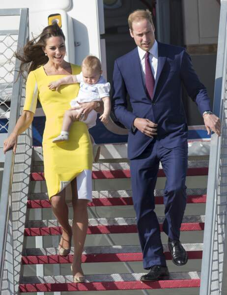 Dans sa très chic robe jaune Roksanda Ilincic, Kate ne craint pas les bourrasques !