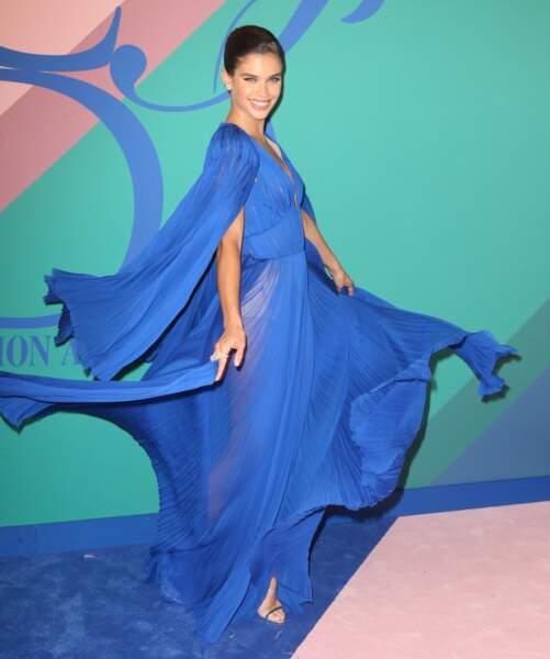 CFDA Fashion Awards 2017 - ... jouer avec sa jolie robe