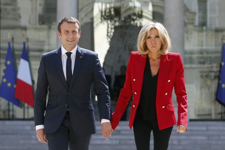 Brigitte Macron en blazer rouge Alexandre Vauthier
