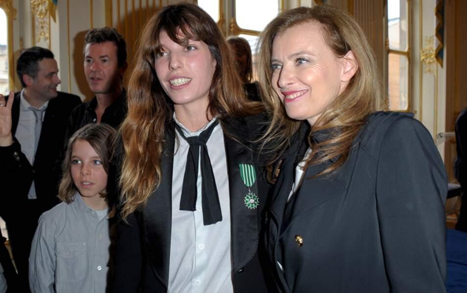 Marlowe, le fils de Lou Doillon,avec sa maman et Valérie Trierweiler