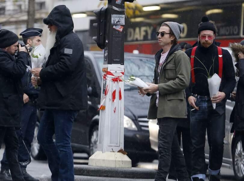 Jesse Hugues, Julian Dorio et Dave Catching des Eagles of Death Metal arrivent au Bataclan mardi 8 décembre