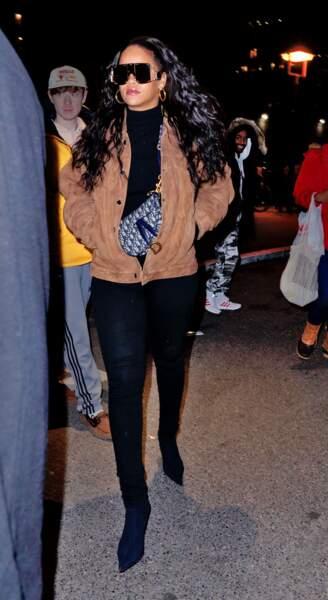 DON'T : Rihanna avec sa mini banane Dior