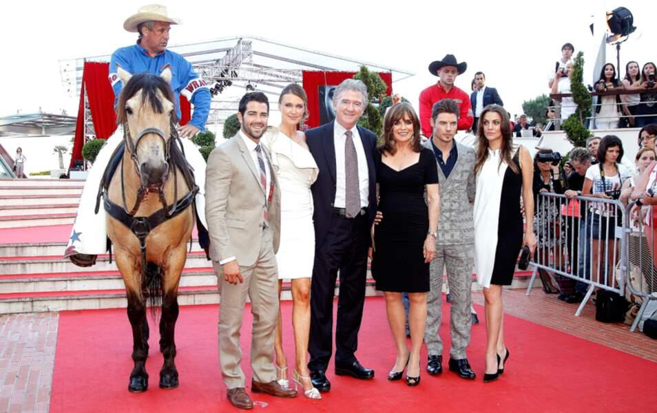 Toute l'équipe de Dallas pour la soirée spéciale qui leur est consacrée au Festival de télévision de Monte Carlo