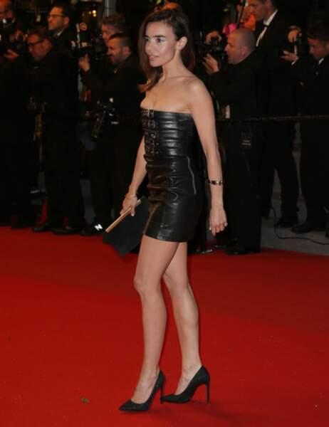Palme de la robe plus court que ça, ça existe mais ça s'appelle une ceinture : Elodie Bouchez