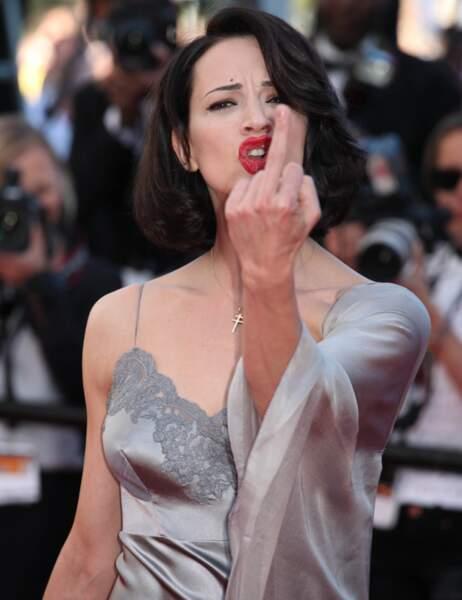 Le doigt d'honneur Asia Argento