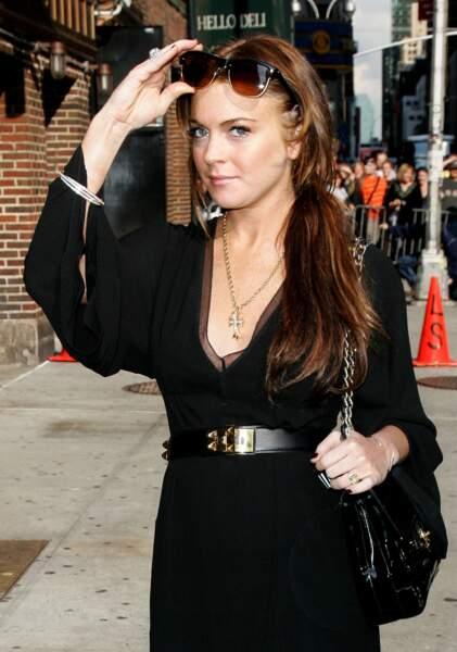 """Lindsay Lohan s'est fait tatouer """"Breath"""" en blanc sur le poignet"""